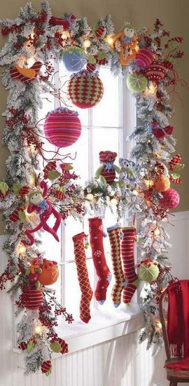 Holiday window decorating idea for Indoor window christmas decorations